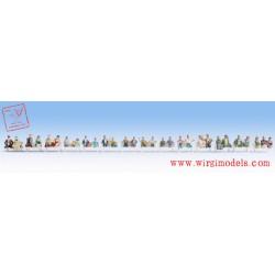 Noch 16050 - Personaggi seduti (solo busto)